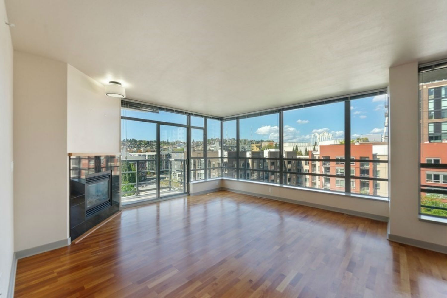 Gem At The Condord With Space Needle Views Pointe3 Real Estate